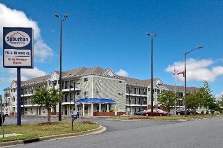 Suburban Extended Stay South Charlotte / Ballantyn photo collage