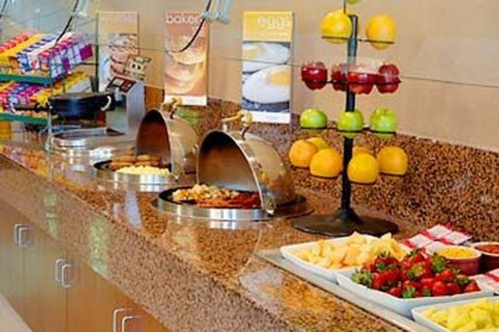 Glenridge / Perimeter Courtyard by Marriott Breakfast Buffet