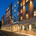 Exterior of Courtyard by Marriott Edgewater / Nyc Area