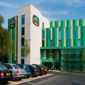 Exterior of Courtyard by Marriott London Gatwick Airport
