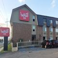 Exterior of Econo Lodge (La251)