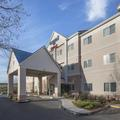 Exterior of Fairfield Inn Tracy