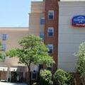 Exterior of Fairfield Inn by Marriott Laguardia Airport / Flus