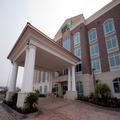 Exterior of Holiday Inn Express Charleston Airport