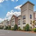 Exterior of Holiday Inn Express Dahlonega