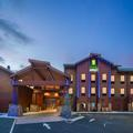 Exterior of Holiday Inn Express Klamath Redwood Nat'l Parks