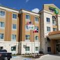 Exterior of Holiday Inn Express & Suites Baytown