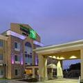 Exterior of Holiday Inn Express & Suites Carthage