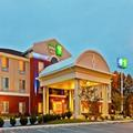 Image of Holiday Inn Express & Suites Dickson