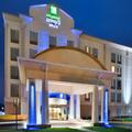 Exterior of Holiday Inn Express & Suites Fredericksburg
