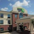 Exterior of Holiday Inn Express & Suites Hearne