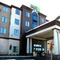 Exterior of Holiday Inn Express & Suites Kansas City Airport