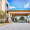 Exterior of Holiday Inn Express & Suites Lantana