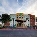Image of Holiday Inn Express & Suites Phoenix North / Scott