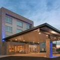 Exterior of Holiday Inn Express & Suites Sterling Heights Detroit Area