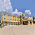 Exterior of Holiday Inn Express & Suites Tomball