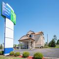 Exterior of Holiday Inn Express & Suites Wauseon