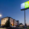 Exterior of Holiday Inn Express Vinita