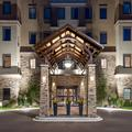Exterior of Staybridge Suites Eau Claire Altoona
