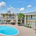 Swimming pool at Carmel Inn & Suites Thibodaux