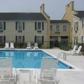Swimming pool at Clarion Inn Leesburg