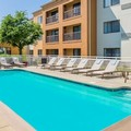 Swimming pool at Courtyard by Marriott New Haven Orange / Milford