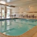 Swimming pool at Courtyard by Marriott North Seattle / Lynnwood