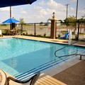 Swimming pool at Hampton Inn & Suites Hutto / Austin