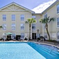Swimming pool at Hampton Inn & Suites Mount Pleasant / Isle of Palms