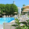 Swimming pool at Hilton St. Louis Frontenac