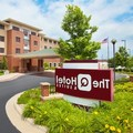 Swimming pool at Holiday Inn Express Hotel & Suites Springfield