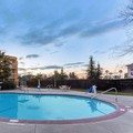 Swimming pool at La Quinta Inn & Suites Redding