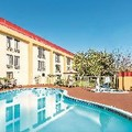 Pool image of La Quinta Oakland