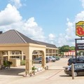 Exterior of Super 8 Longview / North