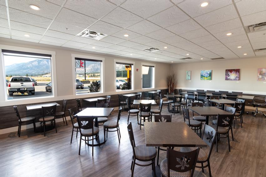 Common area off of lobby - Breakfast area room Meeting Space Thumbnail 2