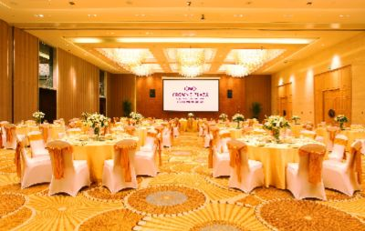 Crowne Grand Ballroom Meeting Space Thumbnail 1