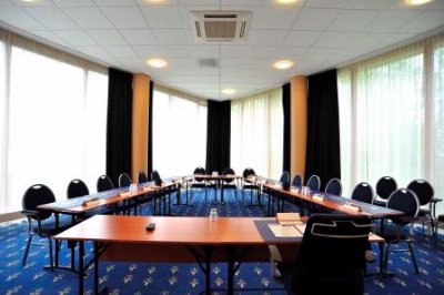 Photo of meeting room1