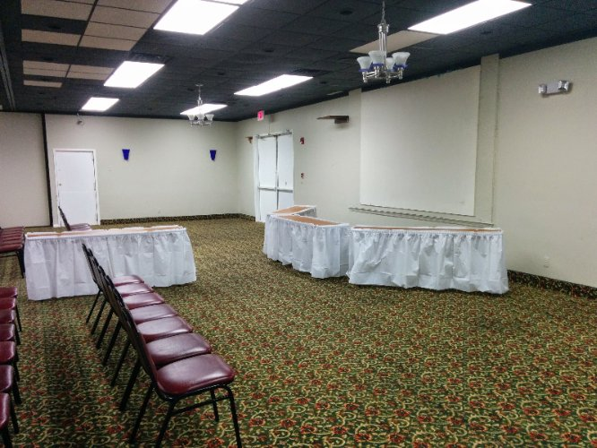 Econo Lodge Ballroom Meeting Space Thumbnail 2