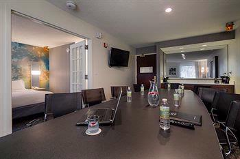 Excutive Confernce Suite Meeting Space Thumbnail 2