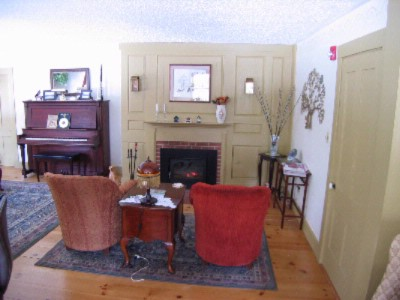 Formal L-Shaped Living Room Meeting Space Thumbnail 3