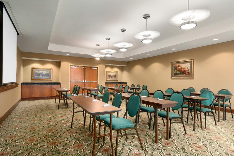 Hampton Inn Suites Central Williamsburg Va 718 Bypass