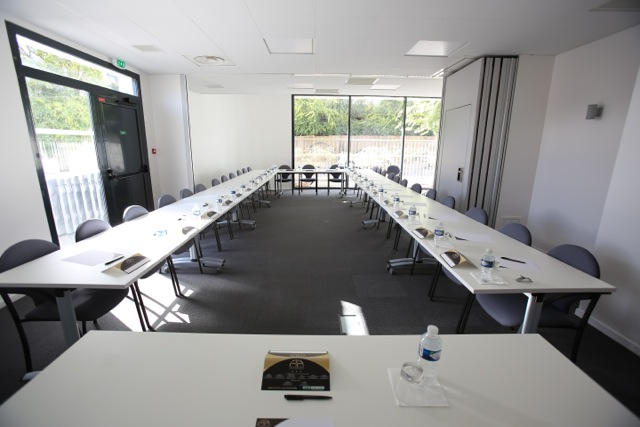 Salon Pau Meeting Space Thumbnail 2