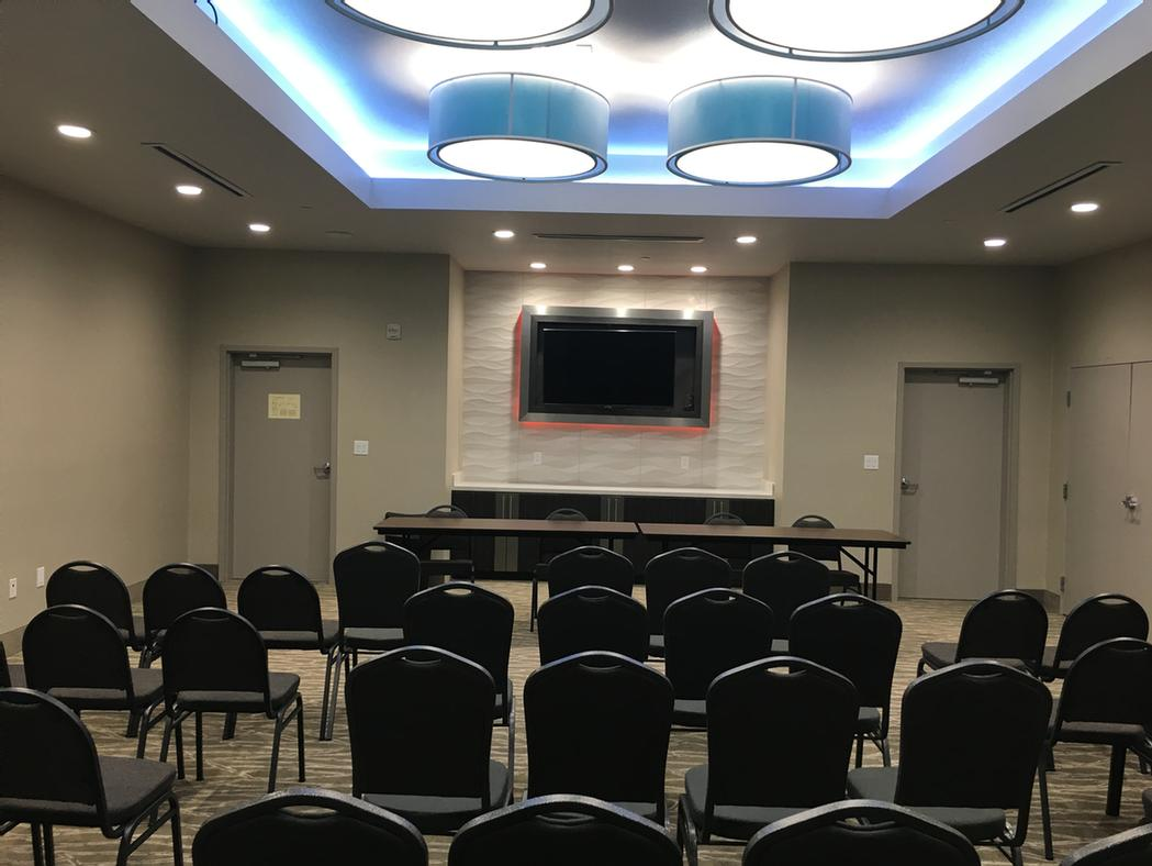 La Quinta Inn & Suites Dallas/Plano - The Colony Meeting Space Thumbnail 2
