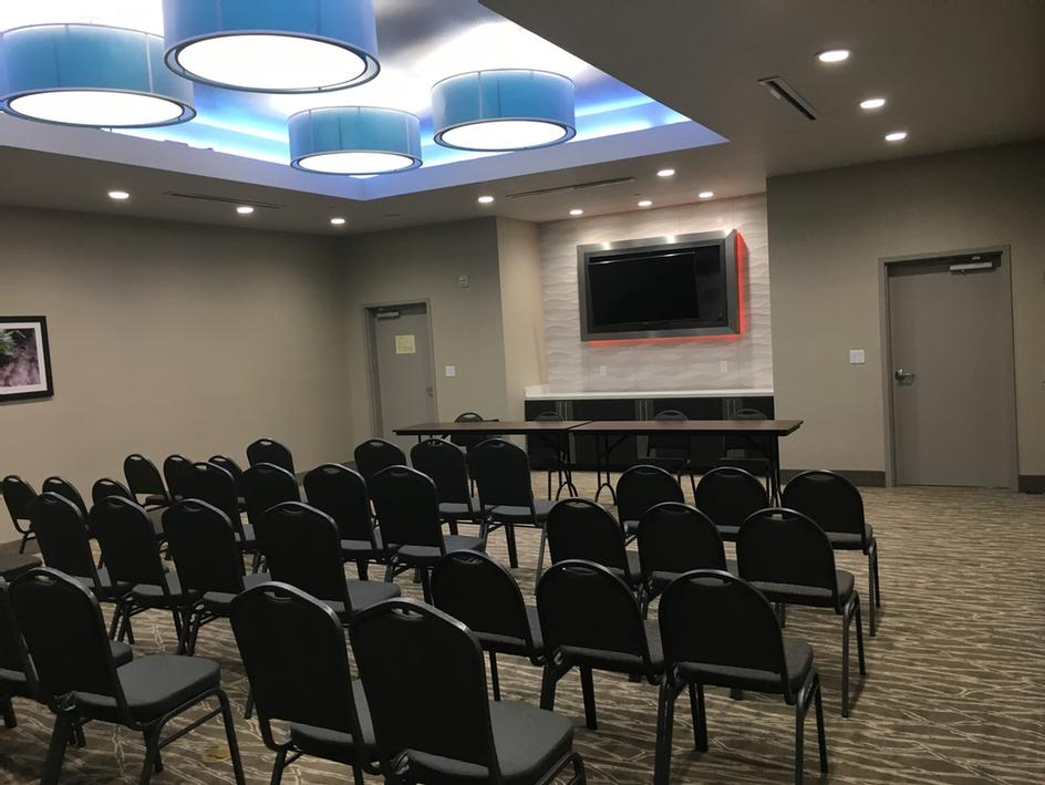 La Quinta Inn & Suites Dallas/Plano - The Colony Meeting Space Thumbnail 3