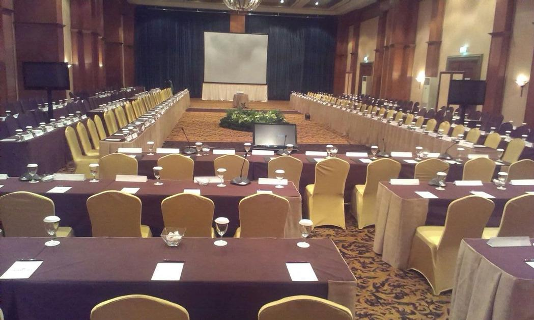 Crowne Plaza Ballroom Meeting Space Thumbnail 3