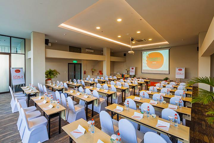 Photo of Bright Meeting Room