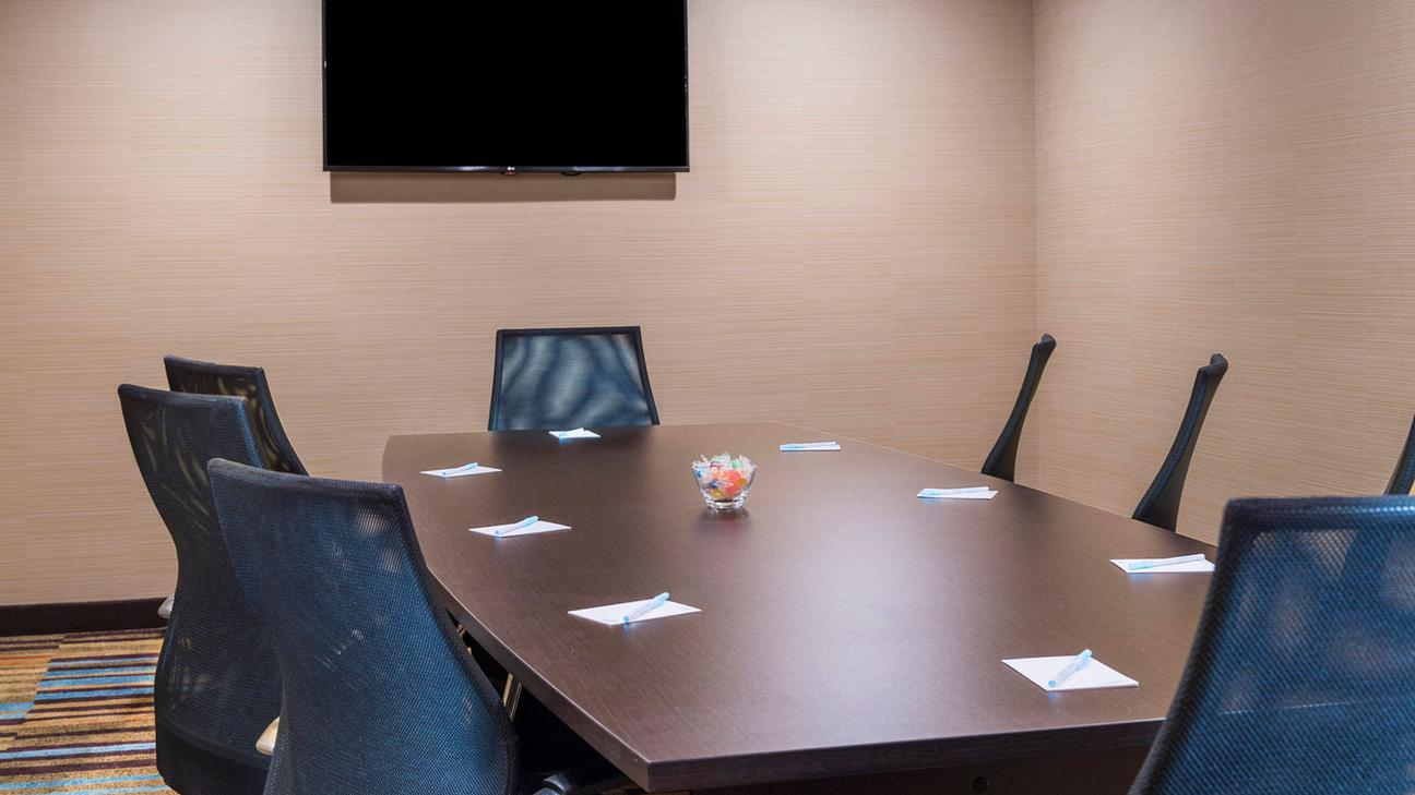 Photo of Rogers Boardroom