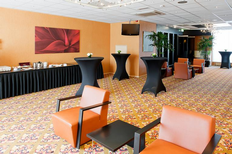 Oasis Suite Meeting Space Thumbnail 2
