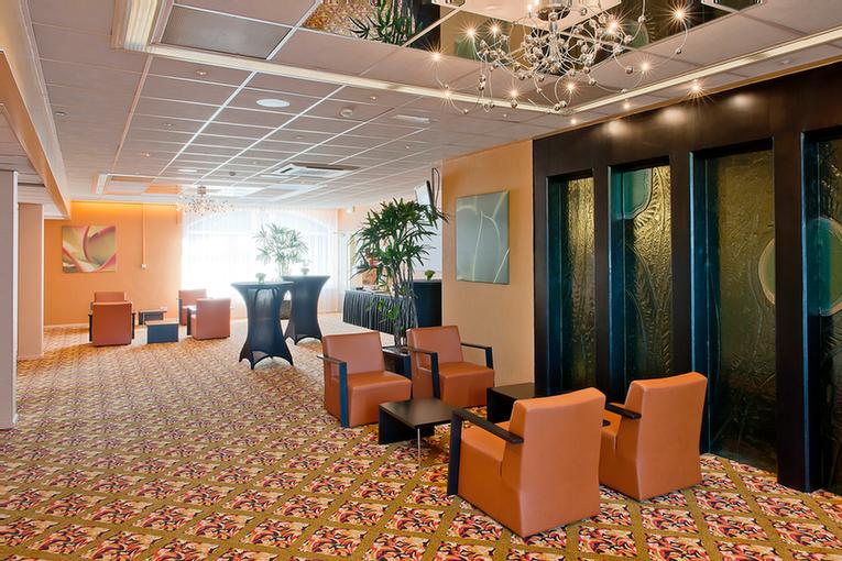 Oasis Suite Meeting Space Thumbnail 3