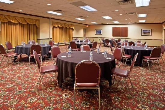 Riverfront Ballroom Meeting Space Thumbnail 1